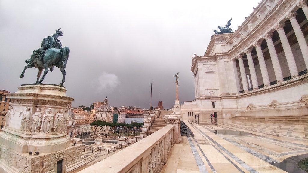 Il Vittoriano sotto la Pioggia battente