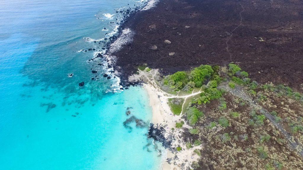 Lo splendido mare blu delle Hawaii